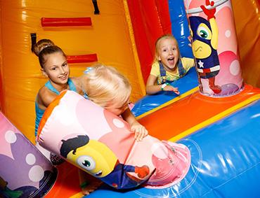 Надувные батуты для детей в Карамельке